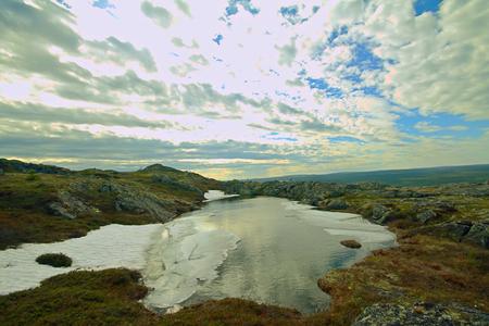 educacion ambiental: la primavera de montaña tundra polar fusión de la nieve