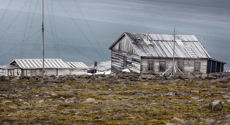 franz: Severe land. One of the oldest polar stations in Arctic (founded in 1928, now abandoned). Wooden houses have been preserved well. Frantz Josef Land, island Hooker. Russian Arctic