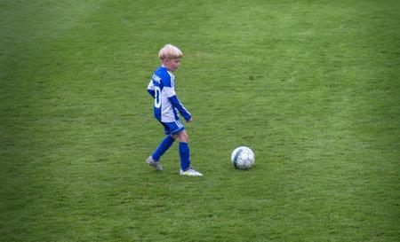 Helsinki, Finland - 22 augustus 2017: praktijk voor voetbalsporten kinderen in de hoofdstad