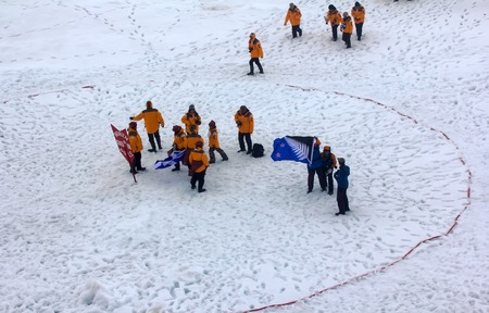 North pole - 15 July 2016: Best Arctic journey. Entertainment tourists. Tourists reached the North pole and getting ready to do round world (tourism circle) Éditoriale