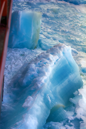 Nuclear-powered icebreaker solivet powerful first-year ice on way to North pole, 89 degrees 2016 Imagens