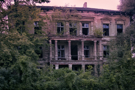 Frankfurt in Oder. Abandoned old building (mansion) in classical style, front facade, portico, colonnade, sad ruins Фото со стока
