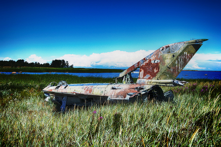 Unique foto. war plane crashed on shore of sea several years ago and lies on grassy dunes. Different camera angles at different times Stockfoto