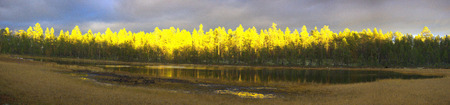 sunrise illuminates powerfully autumn woods. Panorama of forests, lakes and raised bog Banque d'images - 106445093