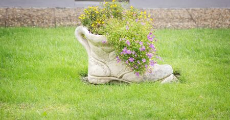 flower bed in the form of an old boot