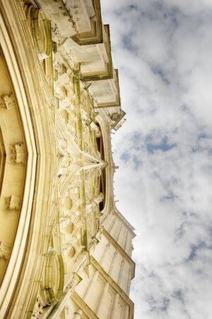 facade of the Baroque building faces the sky, stone carving. Bottom-up image Foto de archivo
