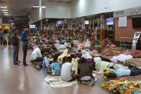 India, new Delhi - March 19, 2018: Railway passengers sleep right on the floor in the hall Sajtókép