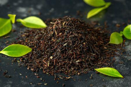 Dried and fresh tea leaves on dark background Zdjęcie Seryjne