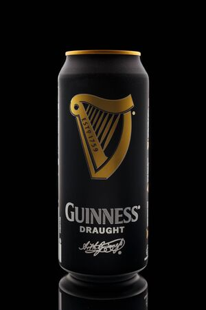 Guinness draught popular Irish beer in aluminium can on a black background, Devon, United Kingdom, October 21, 2018. 에디토리얼