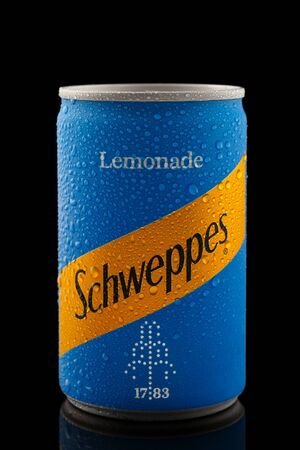 Schweppes lemonade in aluminium can with water drops on black background, Devon, United Kingdom, October 21, 2018. 스톡 콘텐츠 - 137615125