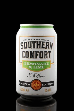Southern Comfort lemonade and lime cocktail in aluminium can on black background, Devon, United Kingdom, October 21, 2018. 스톡 콘텐츠 - 137615122