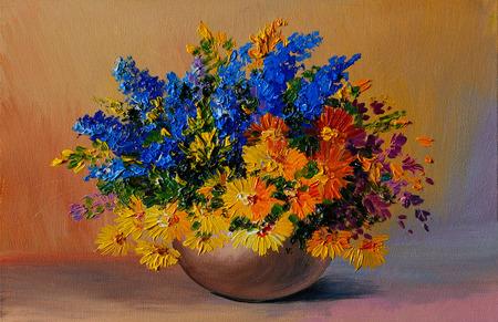 유화 - 노란색 벽의 배경에 꽃병에 테이블에 노란색과 파란색 꽃의 화려한 꽃다발, 인상파의 스타일, 가을 스톡 콘텐츠