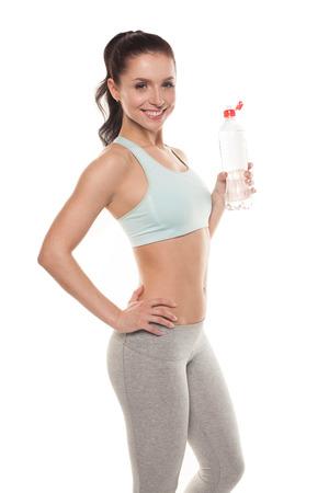 Fille sportive de l'eau potable à partir d'une bouteille après une séance d'entraînement, la formation de remise en forme, isolé sur fond blanc Banque d'images - 40886773