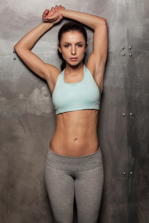 'fit body': portrait of young fitness woman, with beautiful abdominal