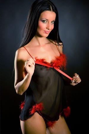necked: Glimlachende meisje in transparante kleding, doodgeschoten closeup studio Stockfoto