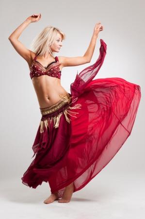 Dansen met passie, geïsoleerde studio shot op witte achtergrond Stockfoto