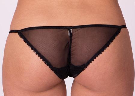 ropa interior: Cierre de tiro de un bragas negras ver a través de atractivas