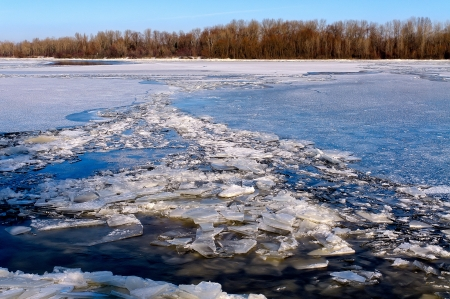 dnieper: The Dnieper river in Kiev is completely frozen  Blocks of ice everywhere