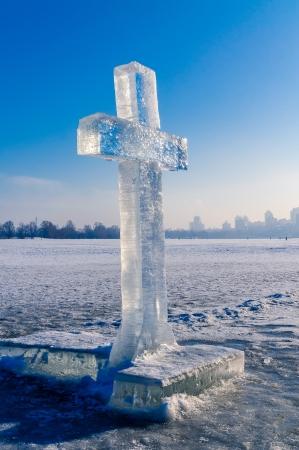 냉동 된 Dniepr에 얼음 십자가 - 키예프
