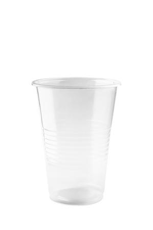 Tanslucent lege plastic glas op witte achtergrond