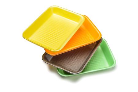 Groep van vier gekleurde schuim trays op een witte achtergrond Stockfoto