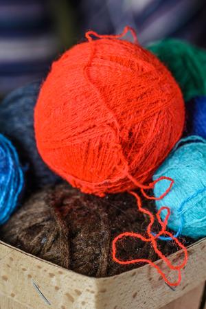 gomitoli di lana: Dettaglio di palline colorate di lana Archivio Fotografico