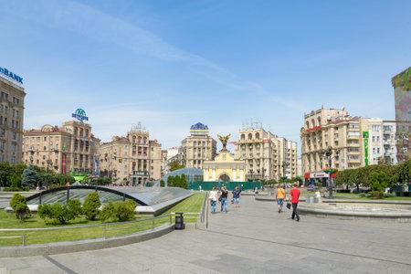 angel de la independencia: Kiev  Ucrania - 31 de julio el a�o 2015 - Maidan Nezalezhnosti (Independence Square) en Kiev. La plaza ha sido el lugar tradicional para las reuniones pol�ticas como la revoluci�n naranja y el euromaid�n uno.
