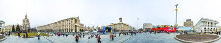 angel de la independencia: Kiev  Ucrania - Abril 09 de 2007 - panorámica de Maidan Nezalezhnosti (Independence Square) en Kiev. Ha sido el lugar para las reuniones políticas como la revolución naranja y el euromaidán uno.