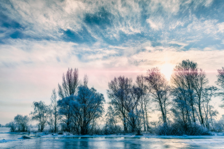 amanecer: Landscape with frozen water, ice and snow on the Dnieper river in Kiev, Ukraine, during winter
