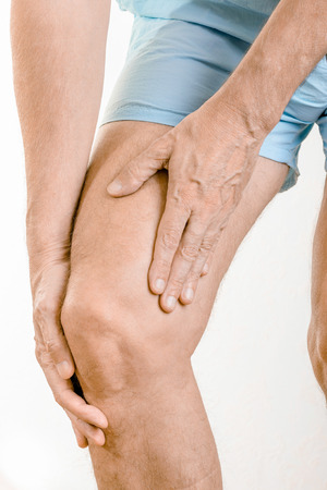 elongation: Athlete man massaging a painful  quadriceps and the tibia under the knee after an accident. It could a musculaire claquage, a muscle elongation or a patellar tendinitis Stock Photo