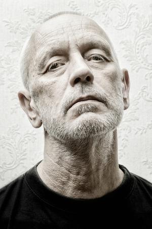 Retrato En Blanco Y Negro De Un Hombre Caucásico Arrogante Y ...