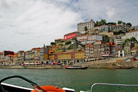 narrowly: Historic center of Porto, Portugal Editorial
