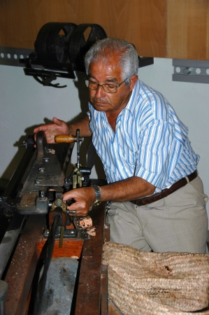 fabrica: In the former cork factory Fabrica Thurs Ingl&Atilde,&uml,s you can visit a cork museum, with the demonstration of the production of wine corks Editorial