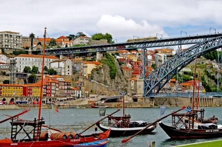 Overlooking the quay of Vila Nova de Gaia and the old town of Porto Stock Photo - 14639586