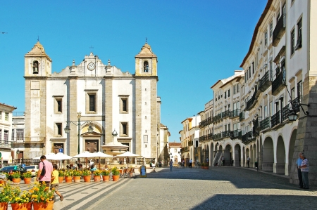 The Giraldo Square with Moorish arches and the church of Santo Antao in the Renaissance style