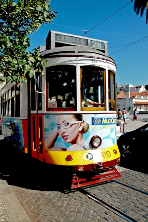 baixa: The tram line 28E Lisbon Portuguese, Carreira 28E Eléctricos dos de Lisboa is one of five lines of the Lisbon tram connects the differently shaped parts Alfama, Baixa and the Lapa Lisbon city center with the Sta