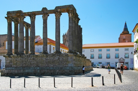The most astonishing building Evoras  the Diana s temple from the 2  3 century  It is the best preserved Roman s temple of the Iberian peninsula