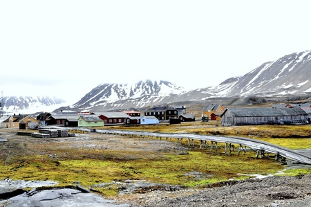 postal office:  Ny Alesund is a small place on the Norwegian island Spitsbergen and with his situation in the 79th degree of latitude one of the most northern settlements of the world  Ny-ale sound owns the most northern postal office of the world