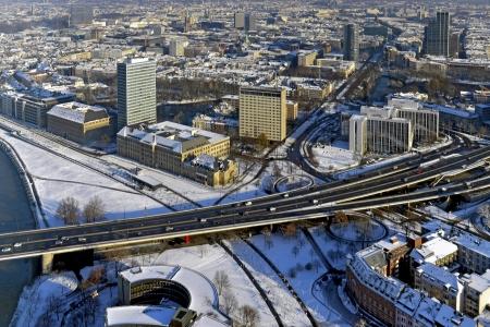 joie: Und interessante Kontraste, die die Stadt am Rhein besonders attraktiv - Die Landeshauptstadt D�sseldorf ist eine weltoffene und rheinische Lebensfreude gekennzeichnet Editorial