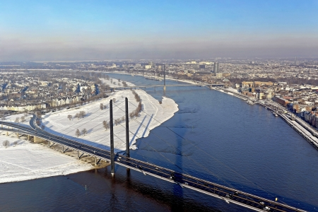 rhine westphalia: The state capital Duesseldorf is characterized by a cosmopolitan and Rhenish joie de vivre - and interesting contrasts that make the city on the Rhine particularly attractive