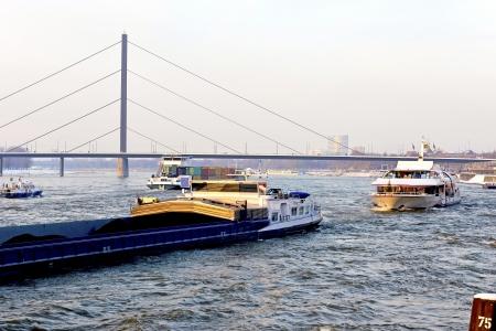 joie: Und interessante Kontraste, die die Stadt am Rhein besonders attraktiv - Die Stadt D�sseldorf ist eine weltoffene und rheinische Lebensfreude gekennzeichnet