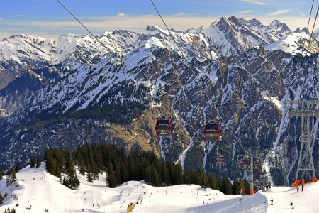 The 2038-meter-high fur horn is located on the German-Austrian border and separates the Kleinwalsertal from Stillachtal in Oberstdorf