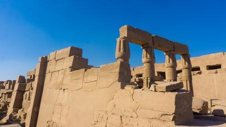 horus: Vista panorámica del antiguo templo de Egipto