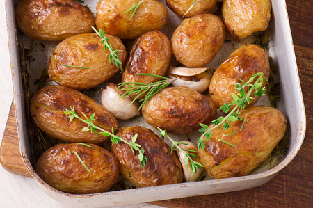 Roasted potatoes with garlic, thyme and rosemary