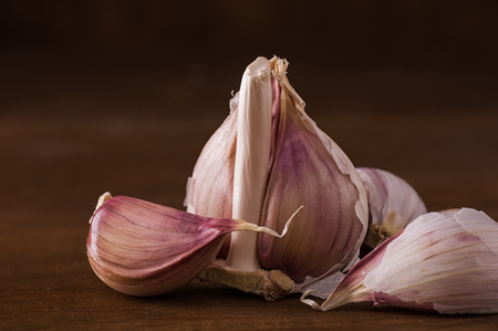 ail: Bulb of fresh garlic on the table