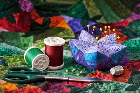 Detail van de quilt met accessoires voor het naaien Stockfoto