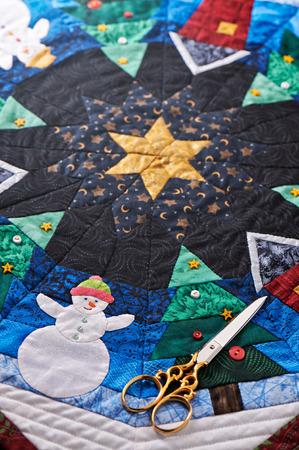 ハサミでクリスマスのキルトの詳細