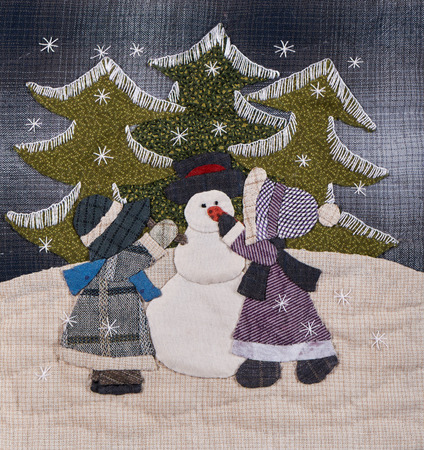 winter tree: Sunnbonet sue quilt with two little girls on Cristmas Stock Photo