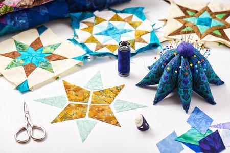coser: Diseño del edredón elemento en curso, preparado piezas de corte, elementos de listas Foto de archivo