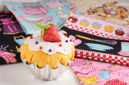 The patchwork pin cushion like a cupcake with strawberry